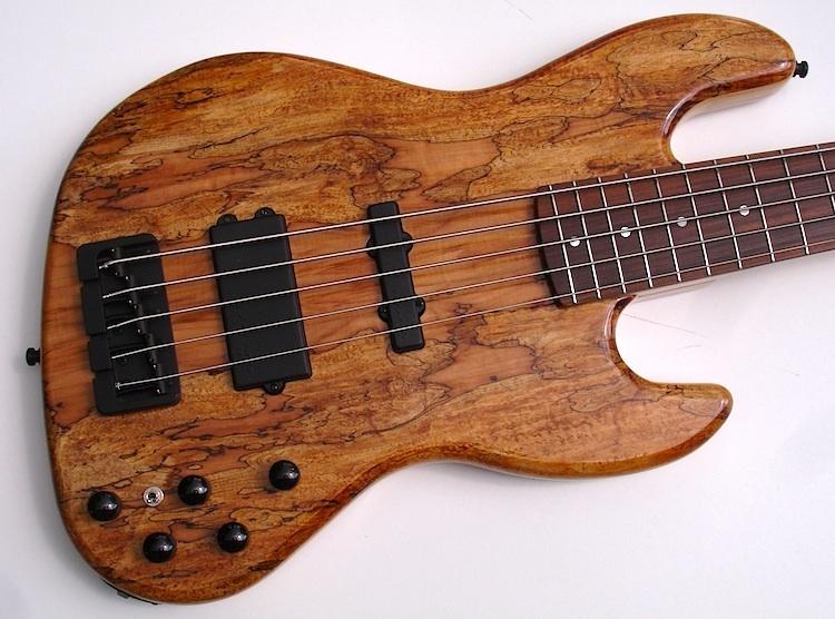 Spaltet Hanson Bass