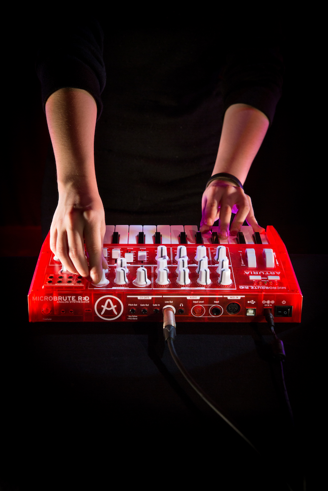 Arturia-microbrute-red